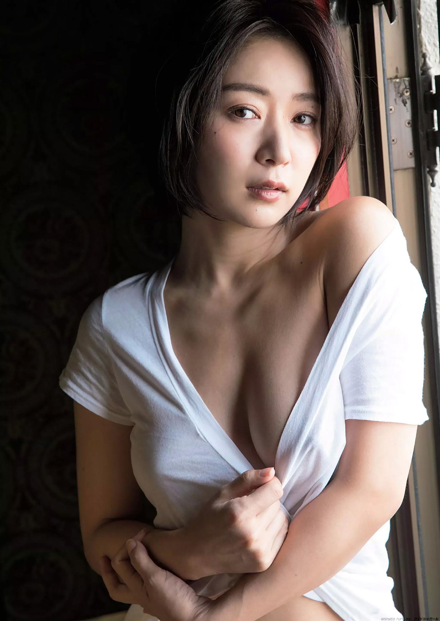 階戸瑠李 画像