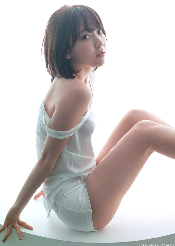 宮脇咲良 画像
