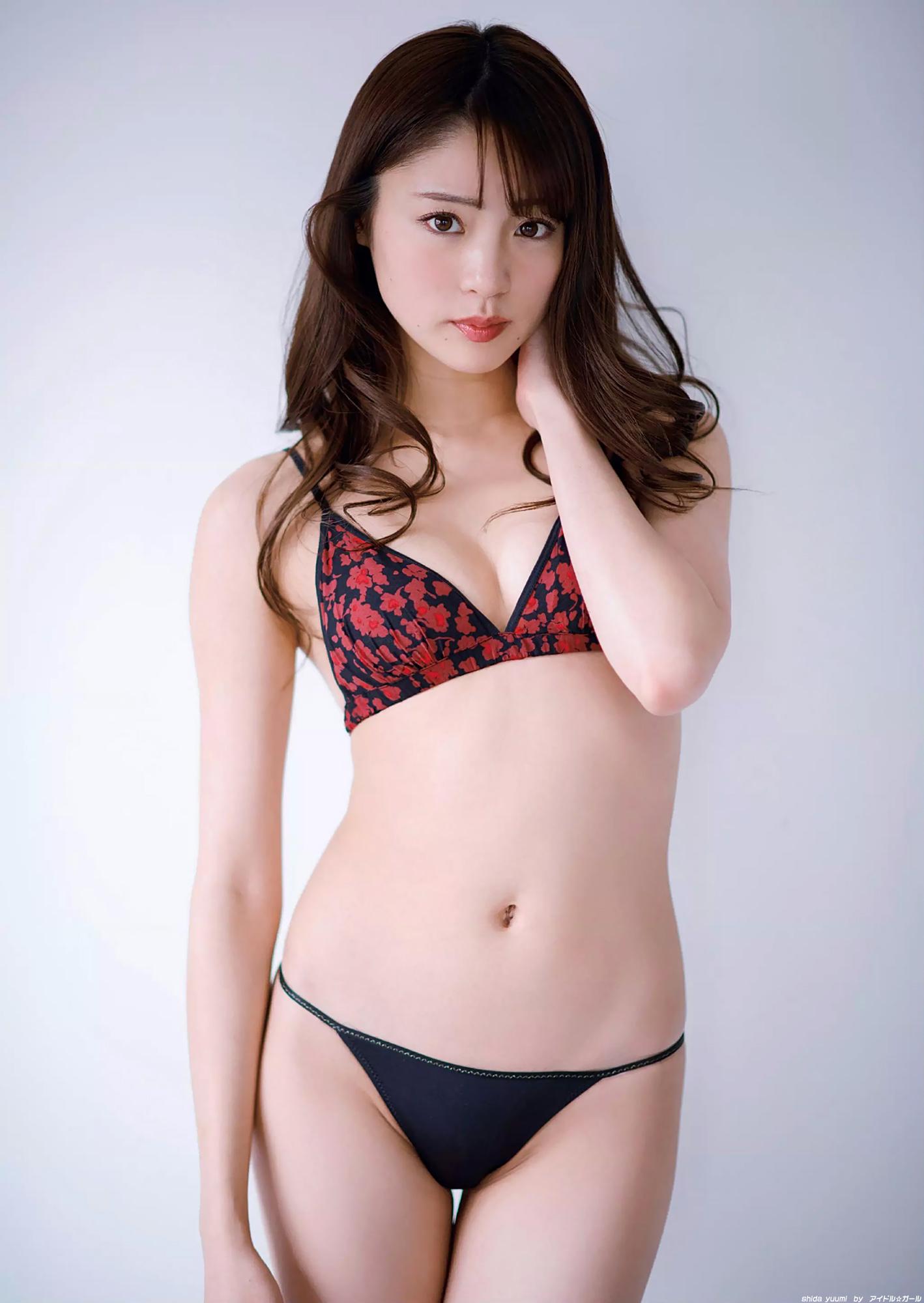 志田友美の画像055